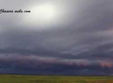 News video: Dark Shelf Cloud Rolls Over Saskatchewan, Canada